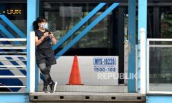 Pakai Masker atau Dilarang Naik Transportasi Umum di Jakarta