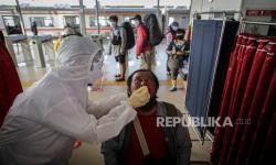 In Picture: Tes Cepat Antigen Penumpang Kereta Listrik Stasiun Tangerang