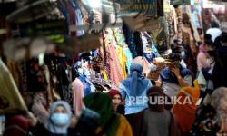 In Picture: Omset Pedagang Pasar Beringharjo Terimbas Larangan Mudik
