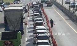 Petugas Masih Sekat Ruas Tol Jakarta-Cikampek