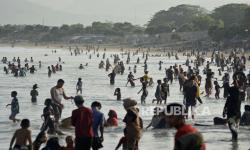 Wisata Pantai di Garut Ditutup karena Lonjakan Pengunjung
