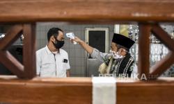 Masjid Cianjur Terapkan Protokol Kesehatan Saat Sholat