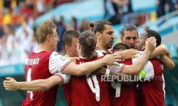 Skuad Austria merayakan keunggulan 1-0 mereka selama pertandingan sepak bola babak penyisihan grup C UEFA EURO 2020 antara Ukraina dan Austria di Bucharest, Rumania, 21 Juni 2021.