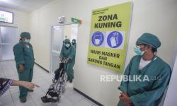 13 Pasien Kluster Pabrik Rokok Dibawa ke RS Khusus Covid-19