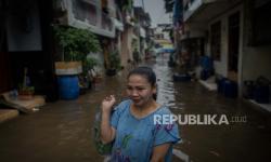 In Picture: Banjir Rob Rendam Rumah Warga di  Muara Baru Jakarta Utara