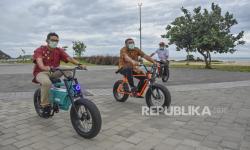 Dengan Bertriathlon, Sandiaga Uji <em>Sport Tourism</em> Mandalika