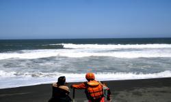 Pencarian 5 Korban Hilang di Pantai Bantul Terkendala Ombak