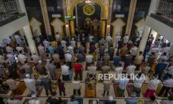 BPBD Sumut Awasi Prokes Warga Saat Sholat Id di Masjid