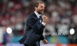 Manajer Inggris Gareth Southgate melakukan selebrasi usai memenangkan pertandingan semifinal kejuaraan sepak bola Euro 2020 melawan Denmark di stadion Wembley di London, Rabu, 7 Juli 2021.