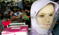 In Picture: Penjualan Pakaian Seragam Sekolah Mulai Naik (2)