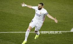 Dua Gol Benzema Antarkan Real Madrid ke Puncak Klasemen