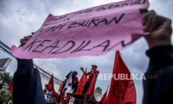 In Picture: Buruh Rancaekek Turun ke Jalan Tolak UU Omnibus Law