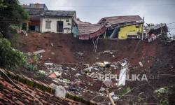 Anggota Polisi Jadi Korban Tanah Longsor di Manado