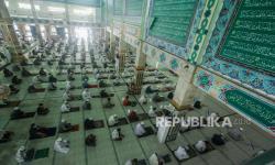 In Picture: Suasana Shalat Jumat di Berbagai Kota di Tanah Air