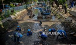 Wagub Maksimalkan Alat Berat Percepat Keruk Lumpur di Sungai