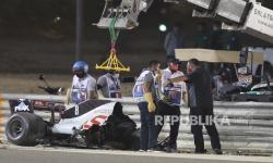 Haas Perkirakan Grosjean Tinggal di RS Hingga Selasa