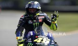 Valentio Rossi Resmi Berseragam Yamaha SRT