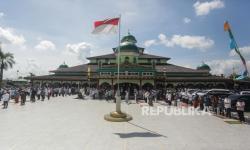 In Picture: Shalat Jumat Pertama di Banjarmasin, Makassar dan Tangerang