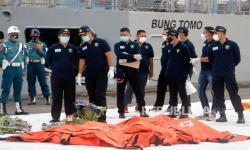 TimKKP Temukan Bagian Pesawat Pesawat SJ 182 dan Korban