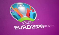 Logo turnamen sepak bola UEFA Euro 2020 dipajang di Stadion Wembley di London, Inggris, 08 Juni 2021. Turnamen akan berlangsung pada 11 Juni 2021 dengan final di Stadion Wembley pada 11 Juli 2021.