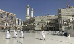 Petugas Kesehatan dan Keamanan Dikerahkan di Dua Masjid Suci