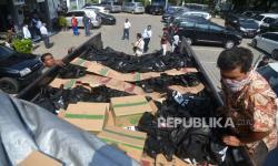 Truk Pengangkut Sembako Terguling di Pondok Gede