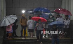 In Picture: Hujan di Puncak Kemarau Bulan Agustus