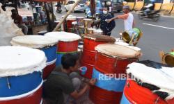 In Picture: Jelang Lebaran, Penjual Bedug di Jakarta dan Bogor Muncul