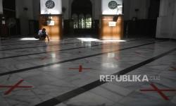 In Picture: Masa Transisi Fase Pertama di Jakarta, Masjid Dibuka