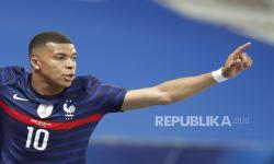 Kylian Mbappe dari Prancis merayakan setelah mencetak keunggulan 1-0 selama pertandingan sepak bola Persahabatan Internasional antara Prancis dan Wales di Nice, Prancis, 02 Juni 2021.