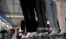 In Picture: Omset Pedagang di Skybridge Pasar Tanah Abang Menurun