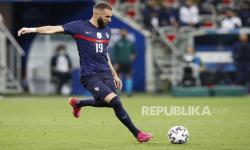Karim Benzema saat bermain bersama timnas Prancis.