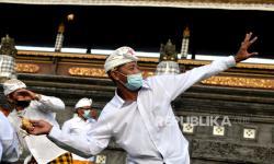 In Picture: Tradisi Perang Ketupat di Badung Bali