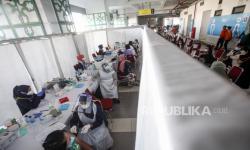 In Picture: Vaksinasi Massal di Stadion Pakansari Bogor