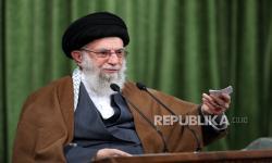 KhameneiTolak Hentikan Program Nuklir Sampai Sanksi Dicabut