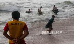 Wisatawan Terjebak di Pulau Angso Duo Mulai Dievakuasi