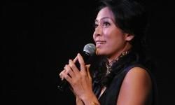 Dee Lestari Grogi Arahkan Iwan Fals Bawakan 'Kinari'