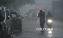 Hujan Disertai Petir Diperkirakan Guyur Jakarta Siang Nanti
