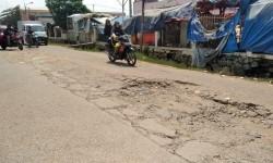 Pemkab Bekasi Bangun 1.254 Titik Jalan Rusak