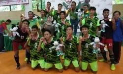 Tim futsal Jawa Timur meraih medali emas dalam ajang Pekan Olahraga dan Seni antar Pondok Pesantren Tingkat Nasional (Pospenas) di Queen Futsal, Jalan Katamso, Kota Bandung, Jumat (29/11).