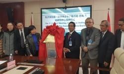 UNS Terima Bantuan Alat Kesehatan dari Xihua University