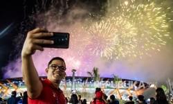 <em>Tips</em> Mengambil Foto Kembang Api dengan Kamera Ponsel