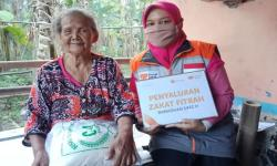 Rumah Zakat Salurkan Zakat Fitrah untuk Lansia