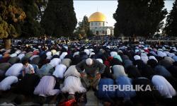 In Picture: Suasana Sholat Idul Fitri 1442 H di Kompleks Masjid Al Aqsa