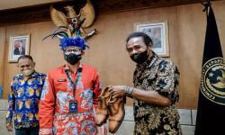 In Picture: Sandiaga Uno Terima Aspirasi Tokoh Masyarakat Adat Papua