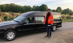 Seorang DJ Jadi Sukarelawan di Pemakaman Muslim Inggris