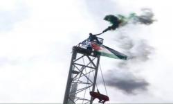 Aktivis Kristen Kibarkan Bendera Palestina di Atas 200 Meter