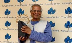 Profesor Muhammad Yunus Terima Penghargaan Laurel Olimpiade