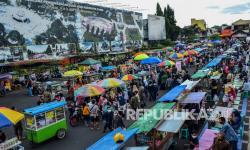 In Picture: Penerapan Protokol Kesehatan Bagi Pedagang Takjil di Ciamis