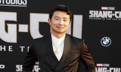 Simu Liu Tanggapi <em>Haters</em> yang Komentari Unggahan Lamanya